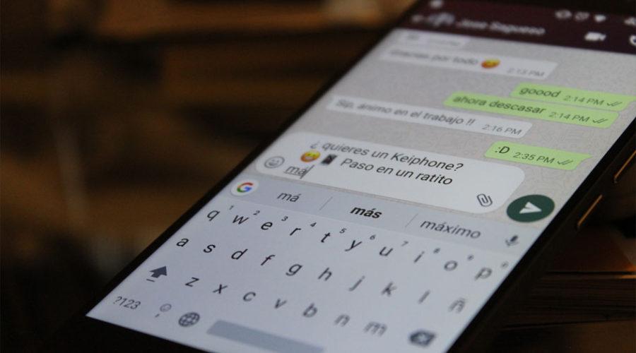 ¿Cómo puedo aumentar y mejorar las palabras de mi teclado Android en el Keiphone K10?